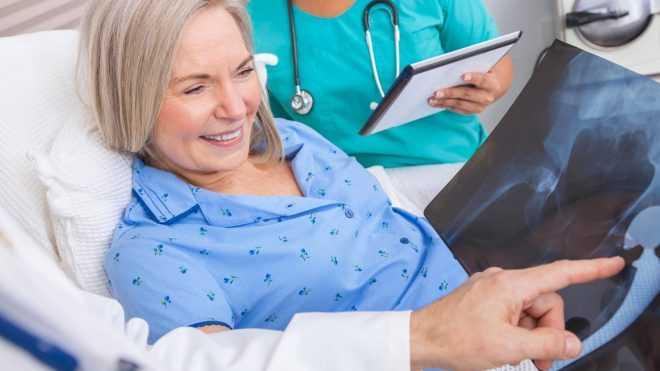Пациенты через полтора месяца и несколько дней после операции эндопротезирования тазобедренного сустава