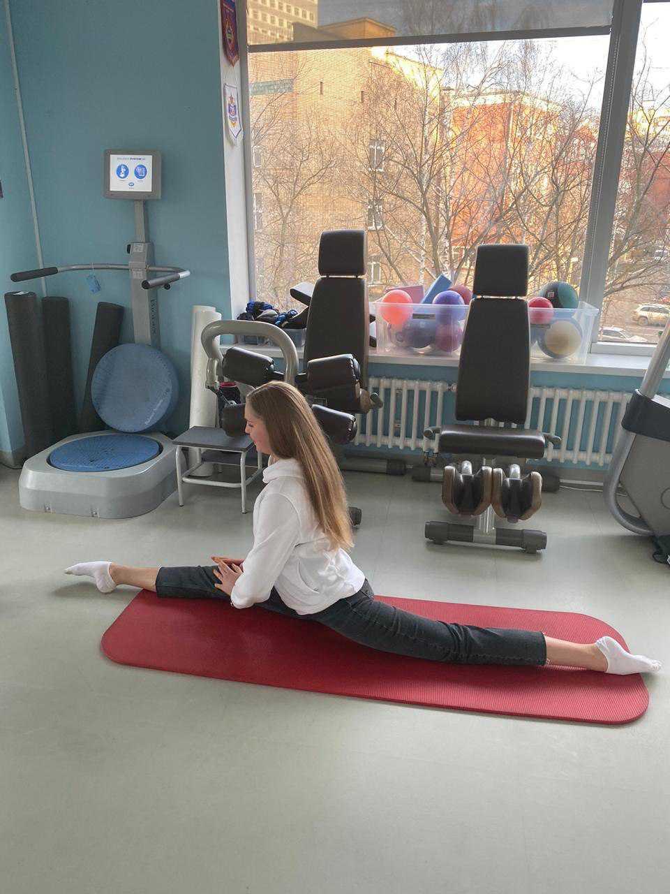 чемпионка Европы по художественной гимнастике, девчушка 17 лет